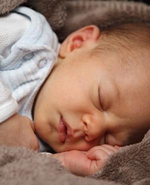 7 טיפים טבעיים להקלה על תינוק מצונן